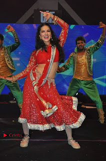 Bollywood Actress Model Sunny Leone Dance Performance in Red Half Saree at Rogue Audio Launch 13 March 2017  0106.jpg