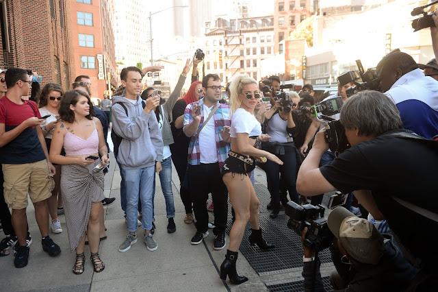 FOTOS HQ Lady Gaga dejando los estudios de Z100 en Nueva York (Septiembre 12)