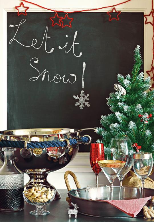 Christmas,  Lifestyle  image,  homes,  interiors,  HomeSense,  Christmas  tree,  black  board,  let  it  snow
