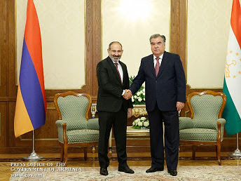Pashinyan y Rahmon discuten relaciones armenio-tayikas