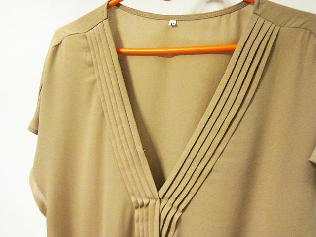 http://www.shein.com/Dark-Apricot-Short-Sleeve-V-Neck-Pleated-Blouse-p-282149-cat-1733.html?utm_source=marcelka-fashion.blogspot.com&utm_medium=blogger&url_from=marcelka-fashion
