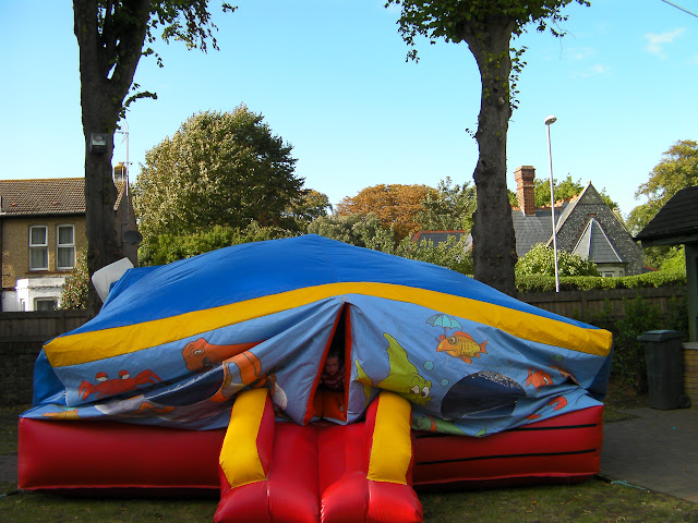 bouncy castle, low pressure