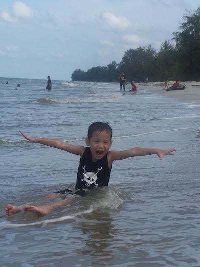 Tanjung Leman beach kid playing