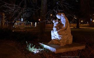 http://fotobabij.blogspot.com/2015/12/puawy-noca-rzezba-matki-i-dziecka-na.html