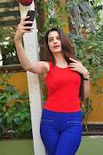 diksha panth latest sizzling pics-thumbnail-1