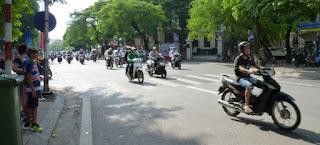 El tráfico en Hanoi es caótico.