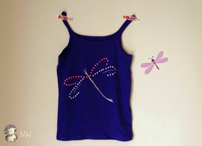 camiseta con silueta de libélula