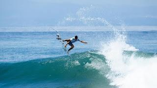 Filipinho vence repescagem e segue na disputa pelo título mundial no surfe