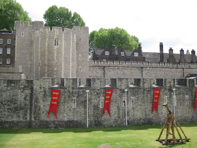Tower of London, Mauern
