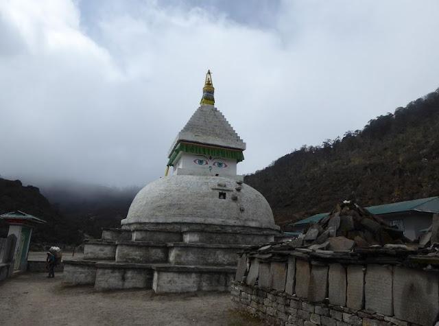 stupa nel villaggio di Khumjung