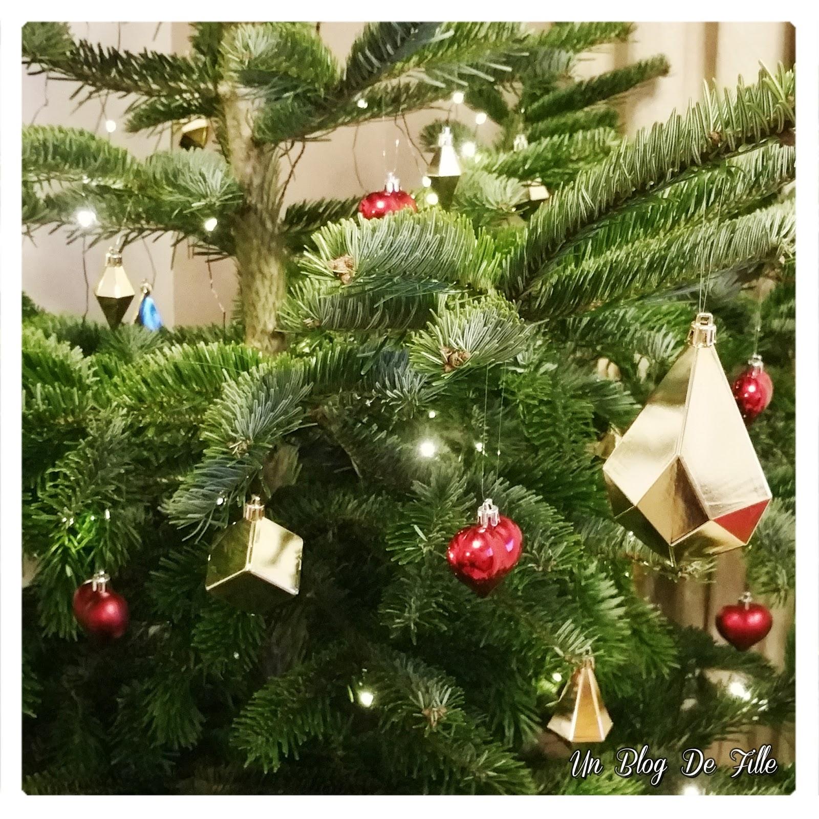 http://unblogdefille.blogspot.fr/2017/12/decoration-sapin-de-noel-moderne-et.html