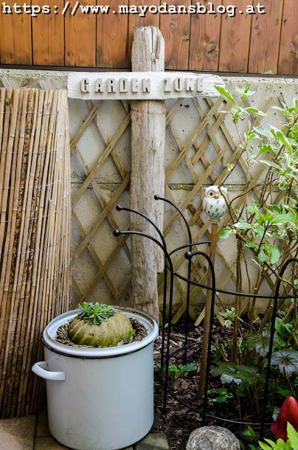 Gartenwegweiser mit Betonbuchstaben