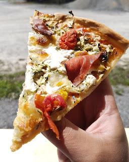 Pizza - Courgette râpée, Mozzarella, Viande des grisons, Tomates cerises -