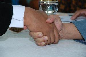 https://4.bp.blogspot.com/-lOcS1hgchcc/T9s7gQRD7kI/AAAAAAAAAlg/AvTHoVtWDgM/s640/Video++Ijab+Kabul+Pernikahan+Paling+Kocak+-+haris-info.blogspot.com.JPG