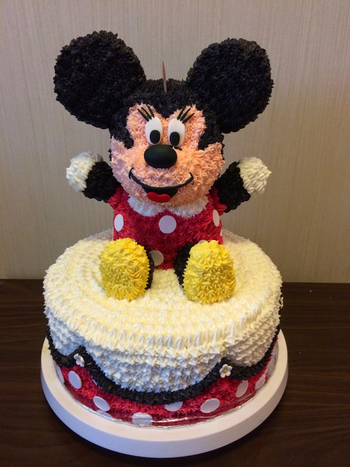 Minnie Mouse Cake With A Surprise Inside