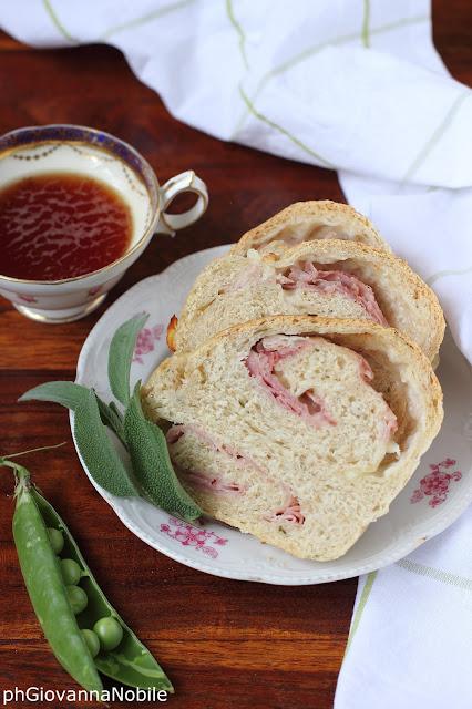 Treccia salata con prosciutto cotto e pecorino toscano fresco