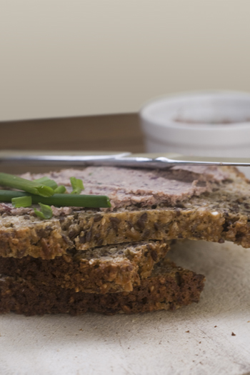 Vegane Leberwurst aus Räuchertofu