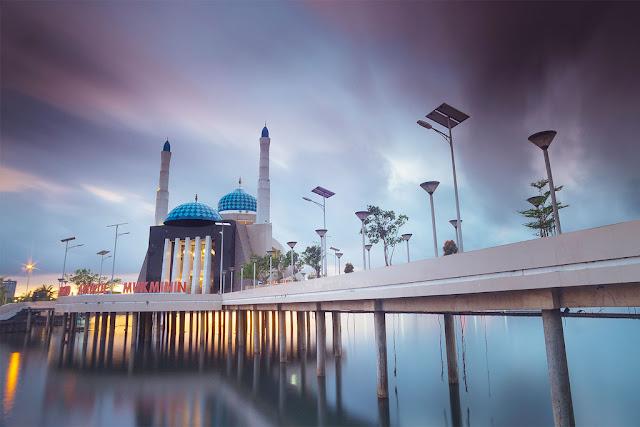 bulan-puasa-ramadhan-di-kota-kampung-mesjid-terapung