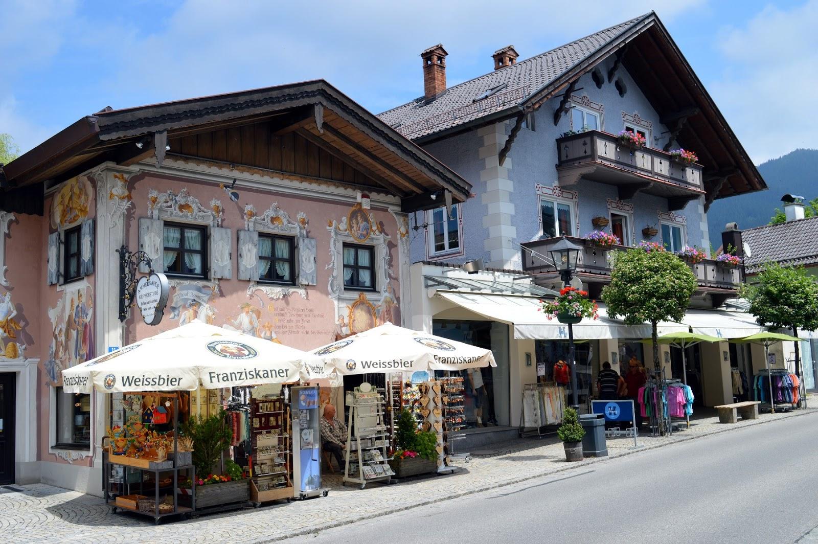 Il castello di linderhof e le case dipinte di oberammergau for Case in stile castello