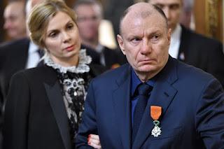 как респектабельные олигархи, Потанин и Рыболовлев, скрывают богатство от собственных жен?