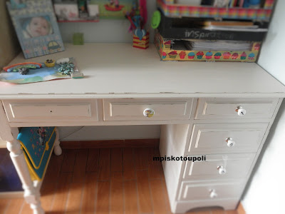 homemade chalk paint the white desk11