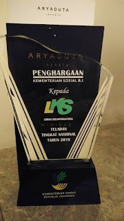 Piala Penghargaan Pilar-pilar sosial Teladan Nasional Kemensos