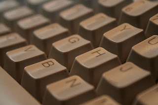 Keyboard adalah alat untuk mengetik suatu teks atau kata