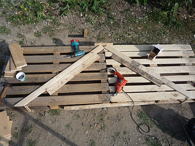 Home-made low cost pallet wood greenhouse