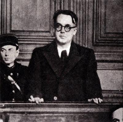 Η δίκη του Ρομπέρ Μπραζιγιάκ ξεκίνησε στις 13:00 της 19ης Ιανουαρίου του 1945. Ήταν ανοιχτή για το κοινό. Ήταν μια από τις δίκες της Κάθαρσης. Συνήγορος του ήταν ο Ζακ Ιζορνί που επτά μήνες μετά θα υπερασπιζόταν και τον στρατάρχη Πεταίν της Κυβέρνησης του Βισί. Εισαγγελέας ήταν ο Μαρσέλ Ρεμπούς. Πρόεδρος του δικαστηρίου ήταν ο Μορίς Βιντάλ.
