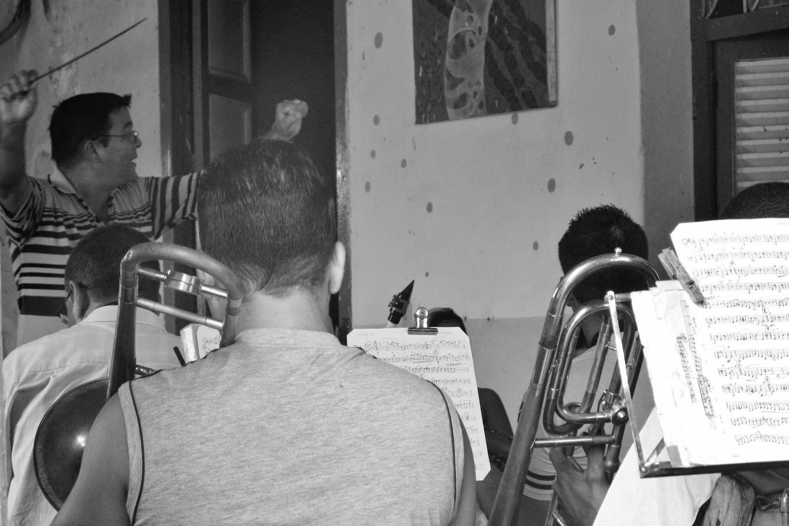 Ensaio da banda local, em  Sanctu Spiritus, na região central de Cuba