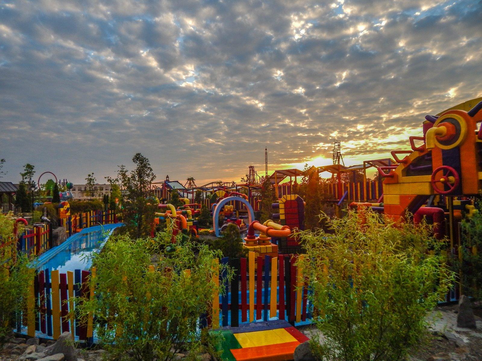 17 enerylandia atrakcje dla rodzin dla dzieci dla starszych czy warto ile kosztuje bilet jak dojechać recenzja opinie strach boję się roller coaster karuzele strefa wodna speed water coster pokazy lista