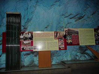 Бахмут. Завод шампанских вин. Информационный стенд с историей завода