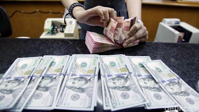 Pemerintah Keluarkan Banyak Jurus, Dolar AS Tetap Tembus Rp 15.000