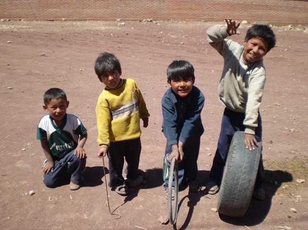En Bolivia hay 900.000 niños en riesgo de perder el cuidado de su familia