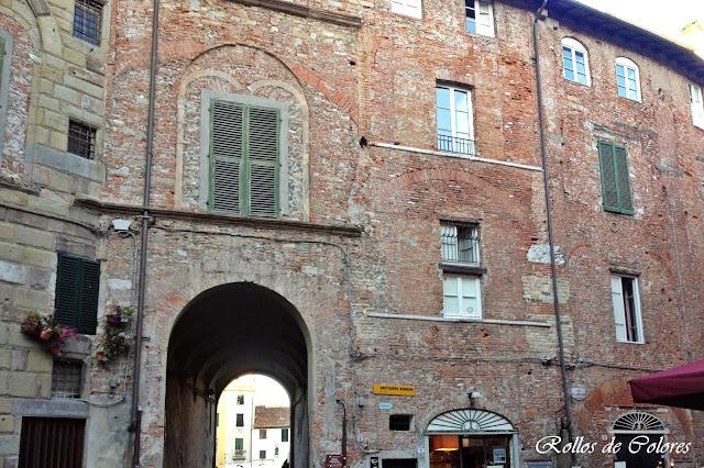 Anfiteatro de Lucca Plaza del Mercado