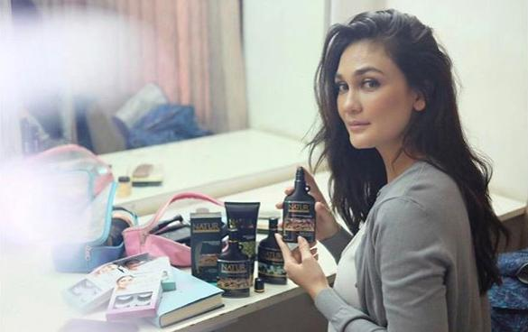 10 Foto HOT Luna Maya Artis & Model Cantik Indonesia Terbaru Via Instagram