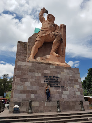 The local hero of Guanajuato, standing below El Pípila