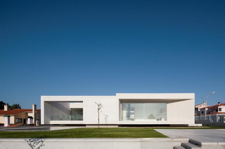 Casa en leiria de arx arquitectura y dise o los - Arquitectura y diseno de casas ...