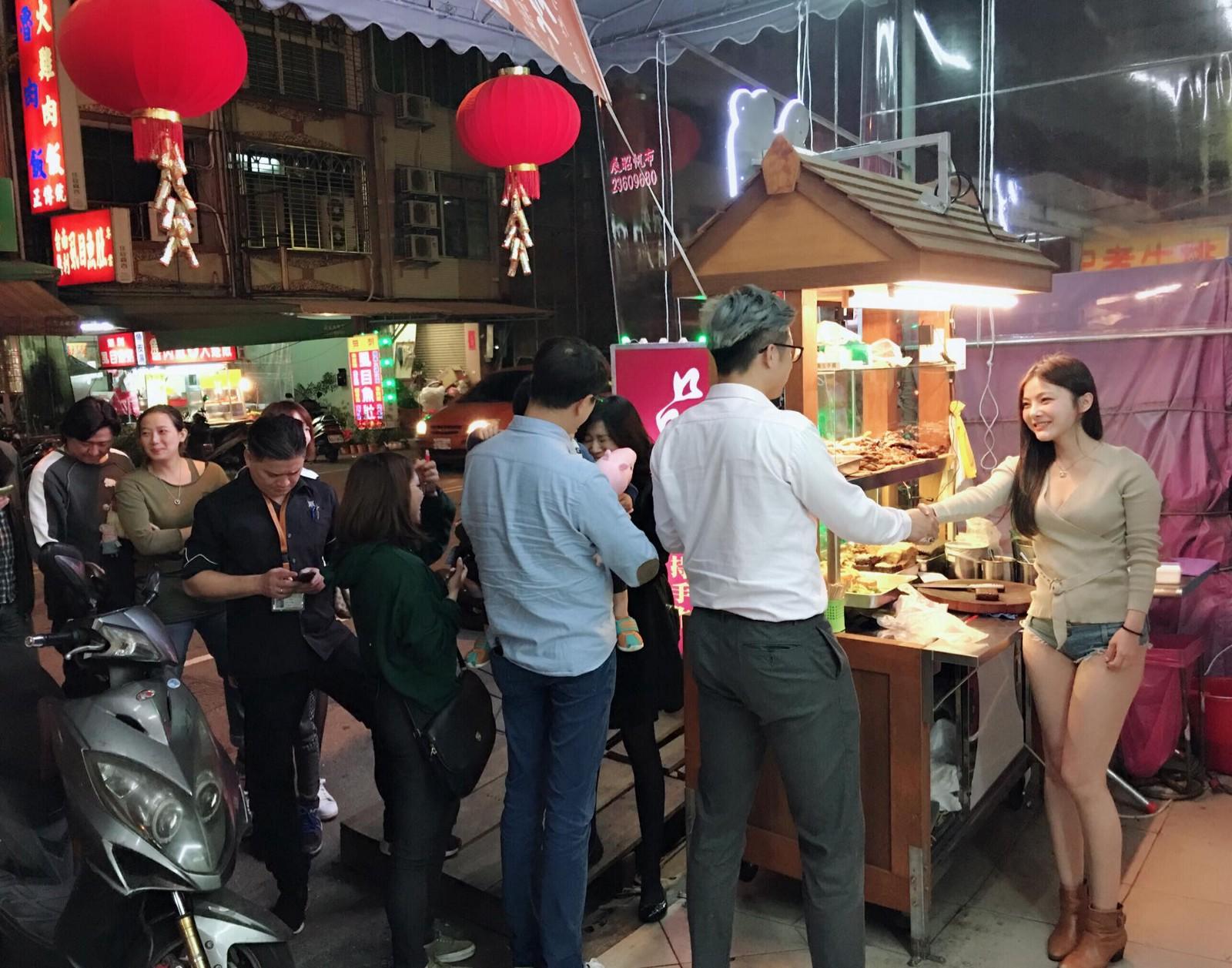 seoang pedagang daging di shanhai cina baru bari ini menghebohkan media  sosial  c67ab8bb9f
