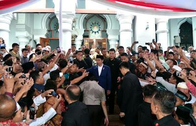 Presiden Jokowi Serahkan 458 Sertifikat Wakaf di Jawa Timur - Info Presiden Jokowi Dan Pemerintah