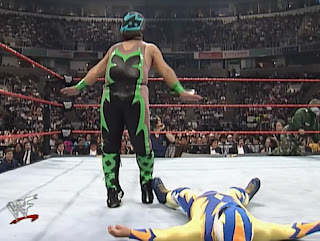 WWE / WWF Royal Rumble 1998 - Tarantula and Max Mini met in a six man mini match