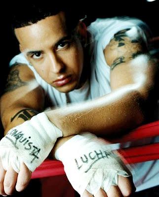 Foto de Daddy Yankee posando