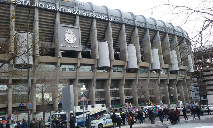 Real madrid club de f tbol centenario cosas de los madriles for Puerta 38 santiago bernabeu