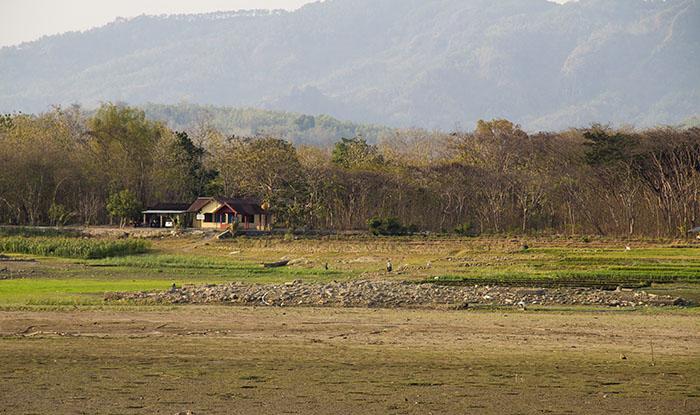 Kompleks Makam Lain yang Muncul Ketika Waduk Gajah Mungkur Surut