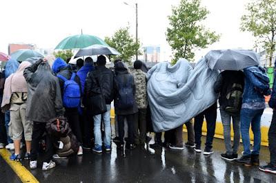 Près de 2.500 migrants évacués de campements dans le nord de Paris dans - DROIT a6