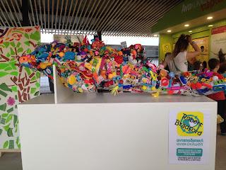 κατασκευή με παιδικά πλαστικά παιχνίδια
