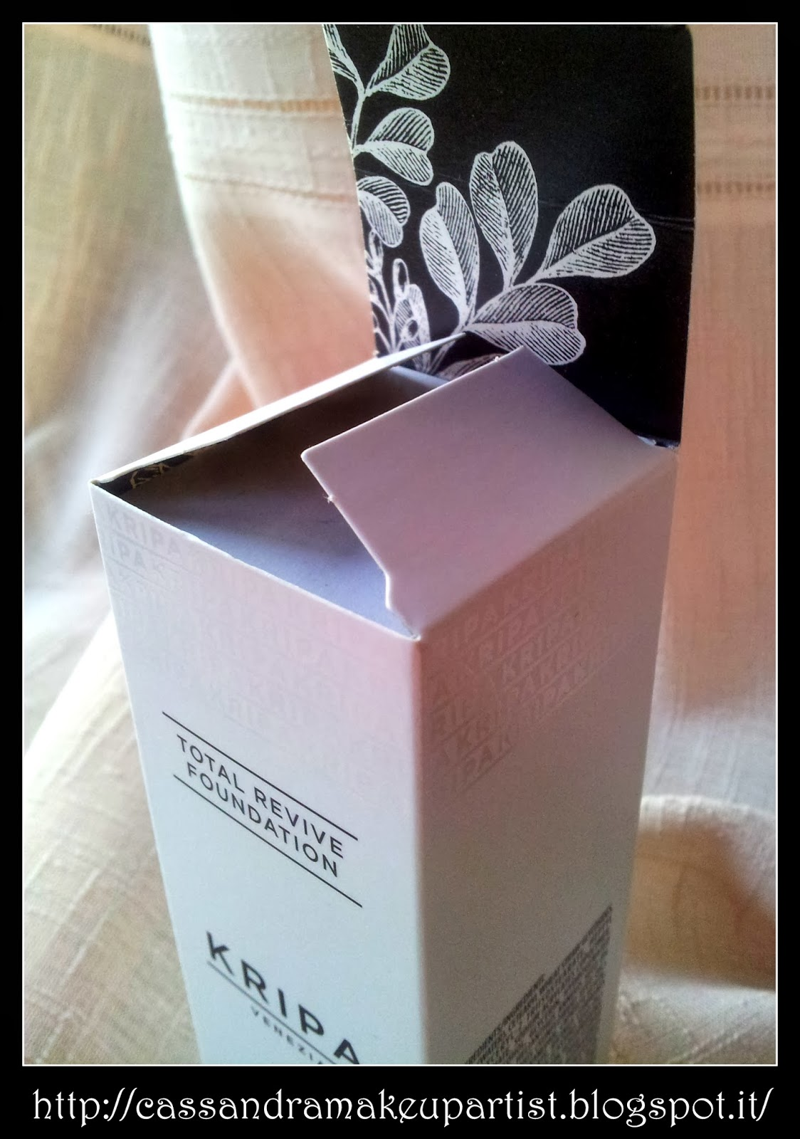 KRIPA - Total Revive Foundation - recensione - review - colore 30 Medium Beige - inci - prezzo - price - indredienti - indredients - swatch - texture - packaging