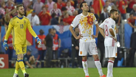 """Confirmado: España ya tiene su """"cursed shirt"""" particular: la camiseta blanca"""