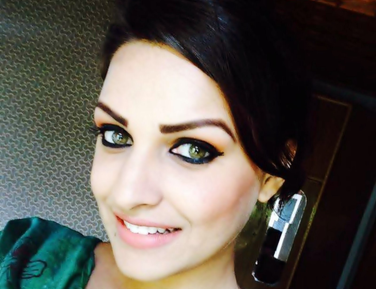 Beautiful Indian Girl Hd Wallpaper For Pc Himanshi Khurana Punjabi Girl Hd Pictures Hdcolorspictures