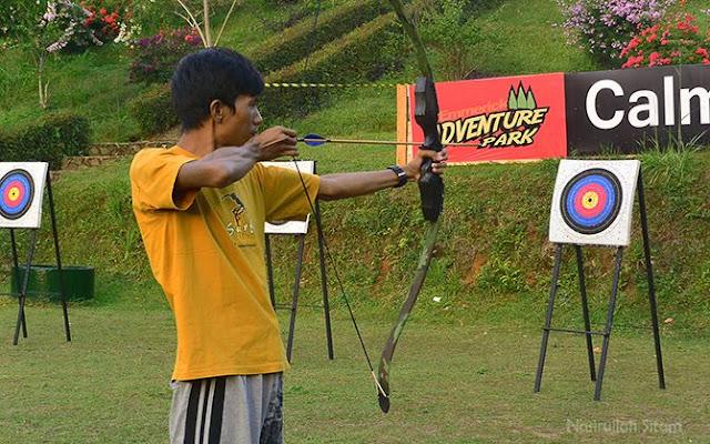 Mencoba memanah, dan sebagian besar tidak mengenai sasaran